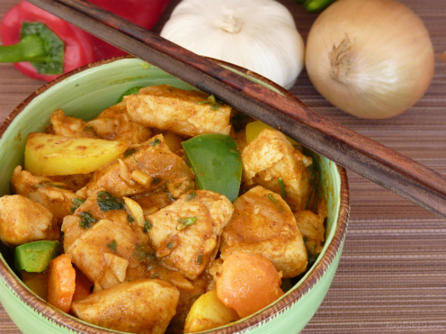 Filipino style chicken curry with coconut milk foxy folksy filipino style chicken curry is cooked with coconut milk that makes it creamier and more flavorful forumfinder Gallery