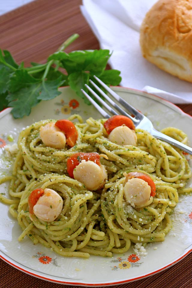 Pesto Pasta with Scallops