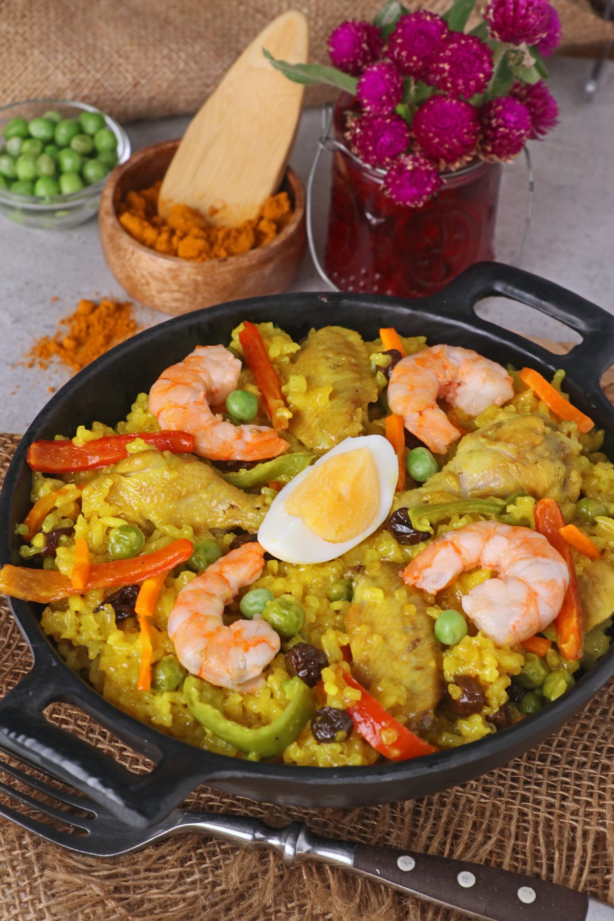 Simple arroz valenciana recipe arroz valenciana or bringhe is a flavorful all in one filipino dish from glutinous forumfinder Image collections