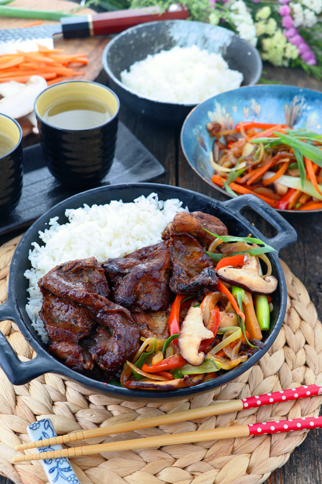 Beef Teppanyaki serve on a bowl with stir-fried vegetables and rice.