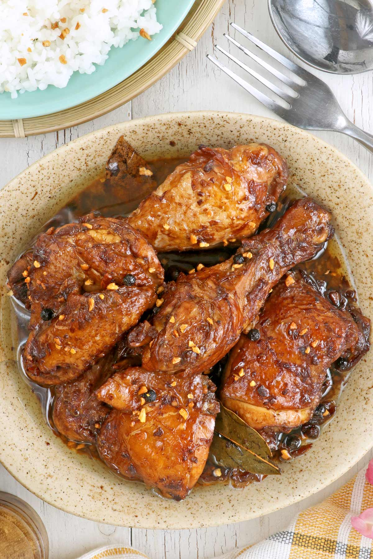 Adobo is the most popular Filipino food, both in the Philippines and abroad. It is, for us, a taste of home. Check this recipe of Adobo with toasted garlic. | www.foxyfolksy.com