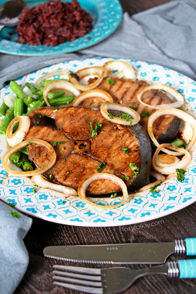 Try this fish steak recipe using Mackerel or Tuna fish, some soy sauce, lemon juice and onions! | www.foxyfolksy.com