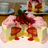 Pretty Easy Strawberries & Cream Cake
