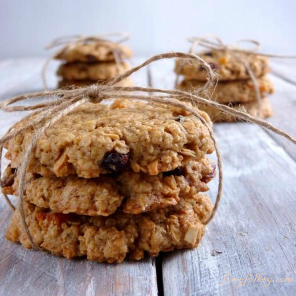 Crunchy and chewy Oatmeal Cookies, with nuts and dried fruits. | www.foxyfolsy.com