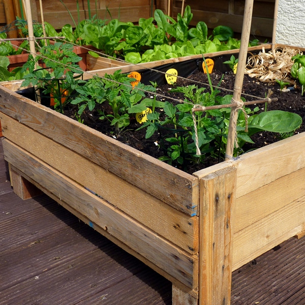 container gardening diy planter box from pallets foxy folksy. Black Bedroom Furniture Sets. Home Design Ideas