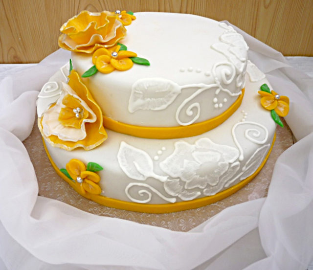 golden wedding cake 1