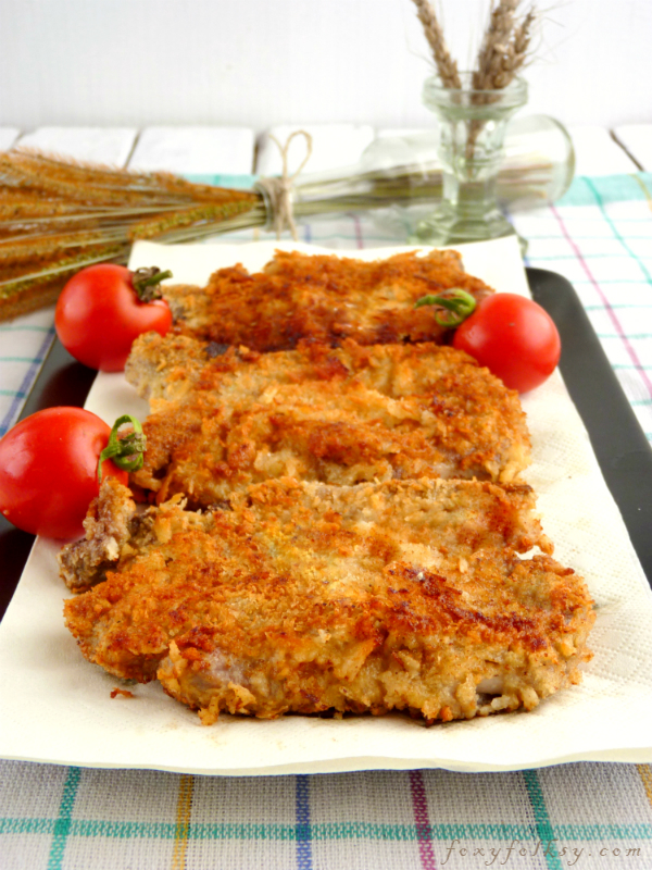 Get that crispy breading but tender and juicy meat inside for this easy breaded pork chop recipe using Japanese breadcrumbs (Panko). | www.foxyfolksy.com