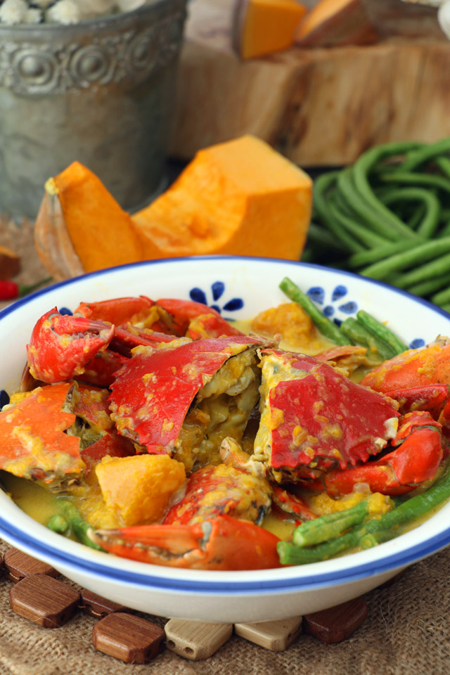 Mud Crab cooked in coconut milk with squash.
