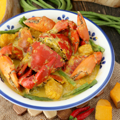 Spicy Ginataang Alimango Recipe. Mud crabs cooked in coconut milk with squash.