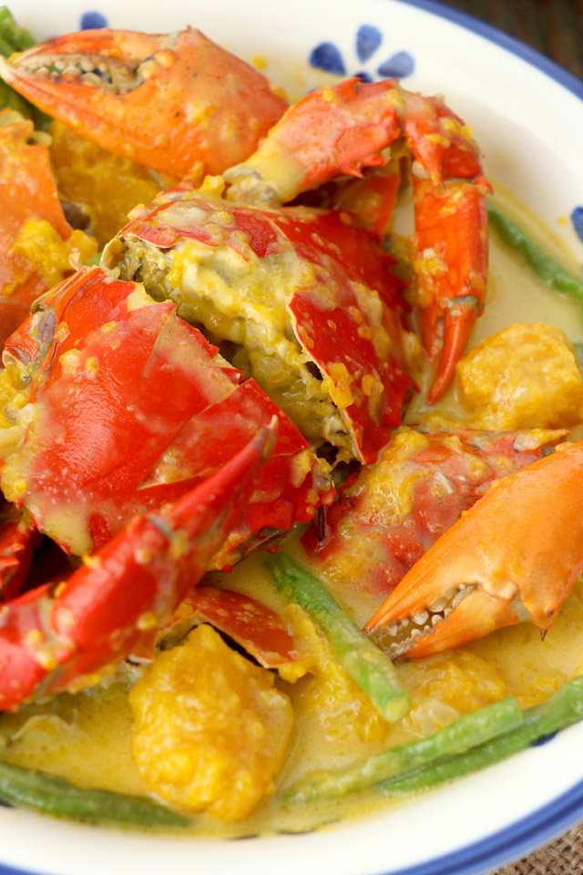 Recipe for whole crab cooked in coconut milk.