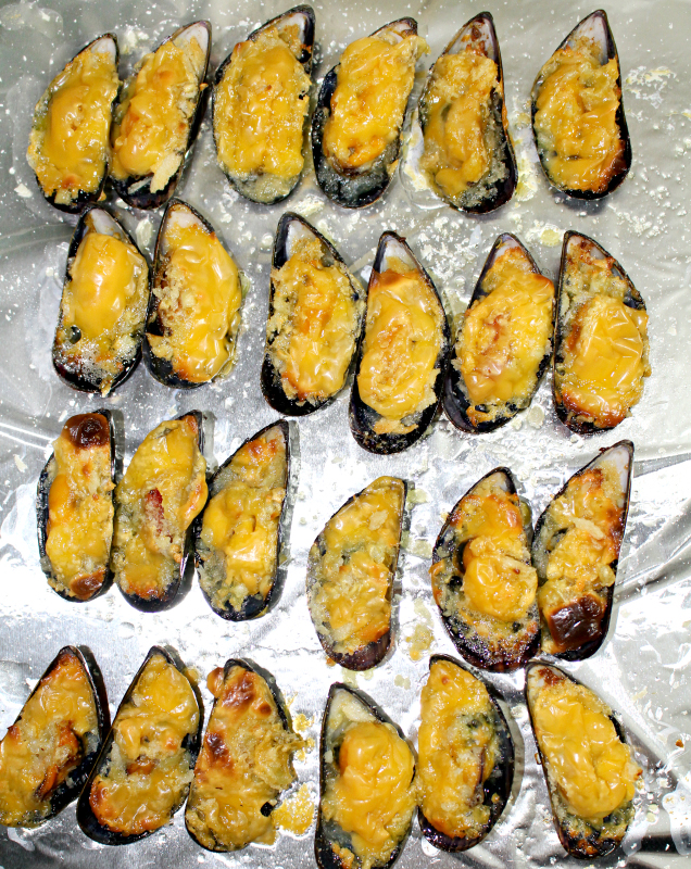 Looking for a recipe for mussels? Try this Cheesy Baked Mussels that are perfect appetizers and it is so easy to prepare too. Butter, garlic and cheese make it so delightful. | www.foxyfolksy.com