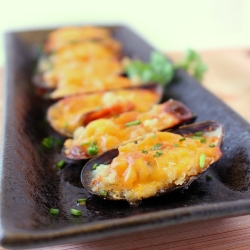 Cheesy Baked Mussels