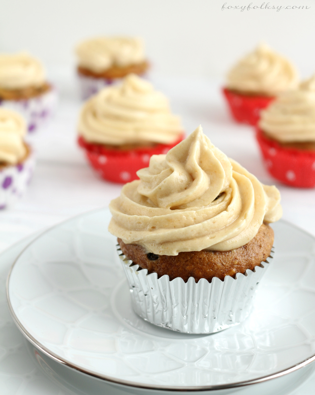 Try this banana cupcake topped with peanut butter and caramel buttercream frosting. Banana cupcake so moist and the frosting so light, creamy and not too sweet. | www.foxyfolksy.com