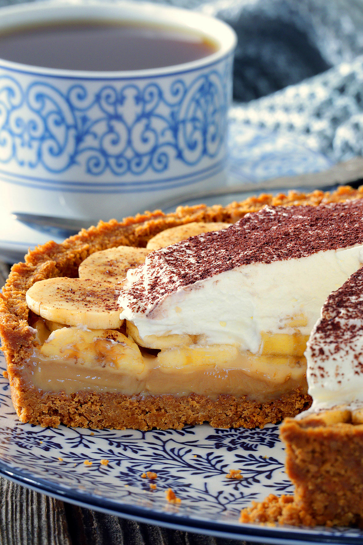 This easy Banoffee Pie is the easiest dessert I've made and no-bake pie is always one of my favorite. All done under 30 minutes including making caramel from scratch. | www.foxyfolksy.com