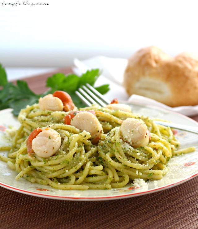 Try this easy Basil Pesto Pasta with Scallops for a light but satisfying dinner that is flavorful yet easy to prepare. Plus learn how to make basil pesto. | www.foxyfolksy.com