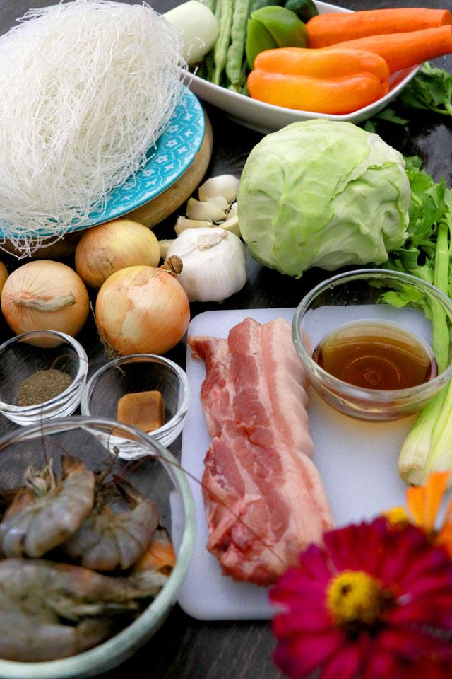Pancit Bihon Ingredients : rice vermicelli noodles, shrimp, pork or chicken, fish sauce, vegetables