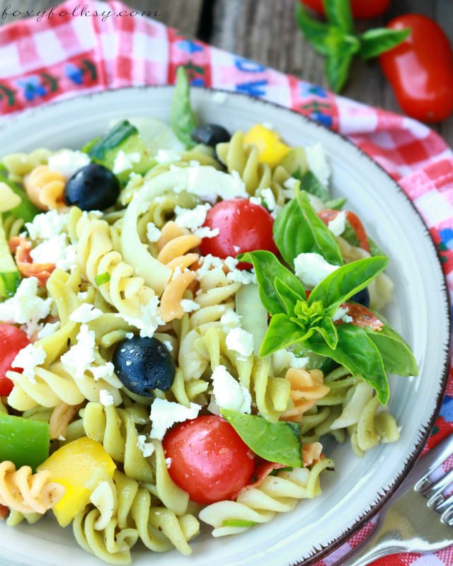 Looking for the perfect summer salad? Try this easy Greek pasta salad with fresh and crisp veggies tossed in aromatic Greek dressing and tangy feta cheese. | www.foxyfolksy.com