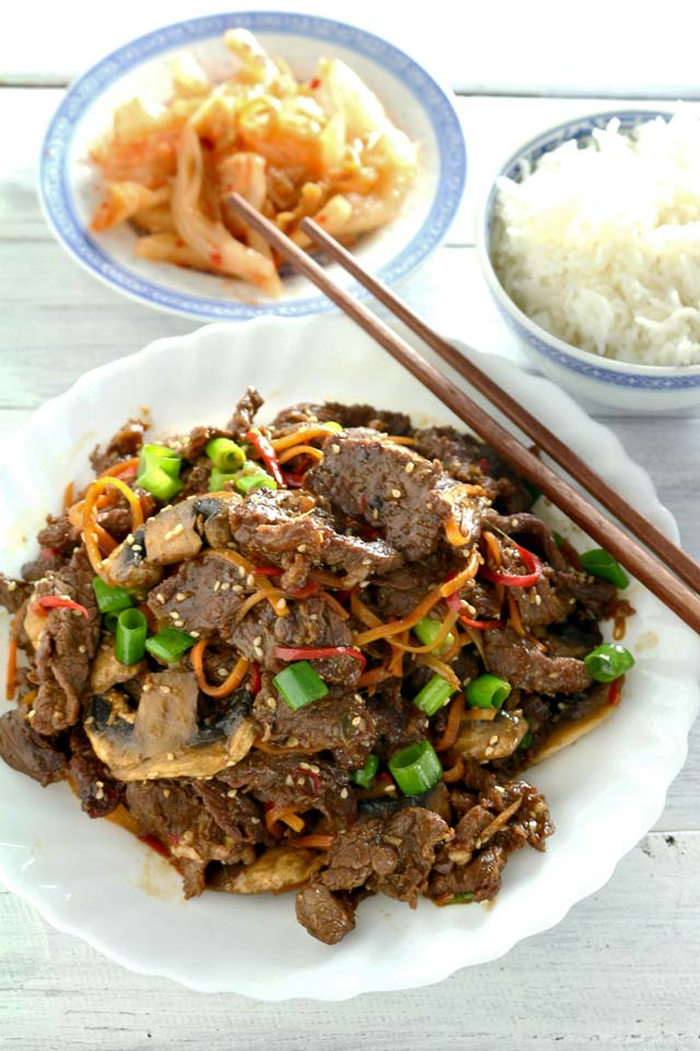 Bulgogi served with rice and kimchi