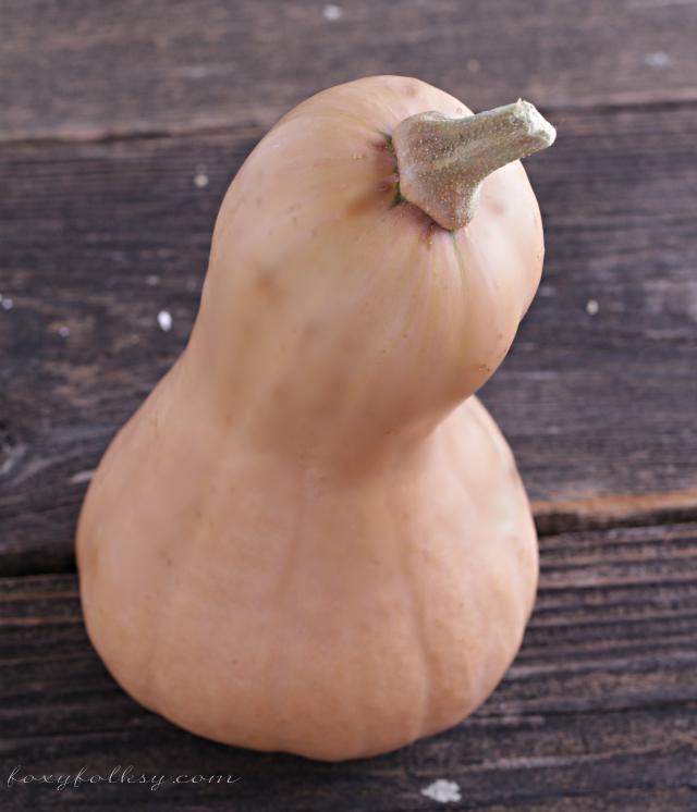 Easy and yummy butternut squash recipe. Try this simple Shepherd's pie using butternut squash. | www.foxyfolksy.com
