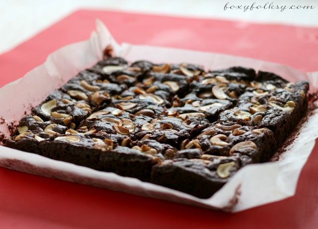 This fudgy Easy Brownie Recipe will surely satisfy your chocolate craving and made even easier using cocoa powder and other simple ingredients.Try it now! | www.foxyfolksy.com