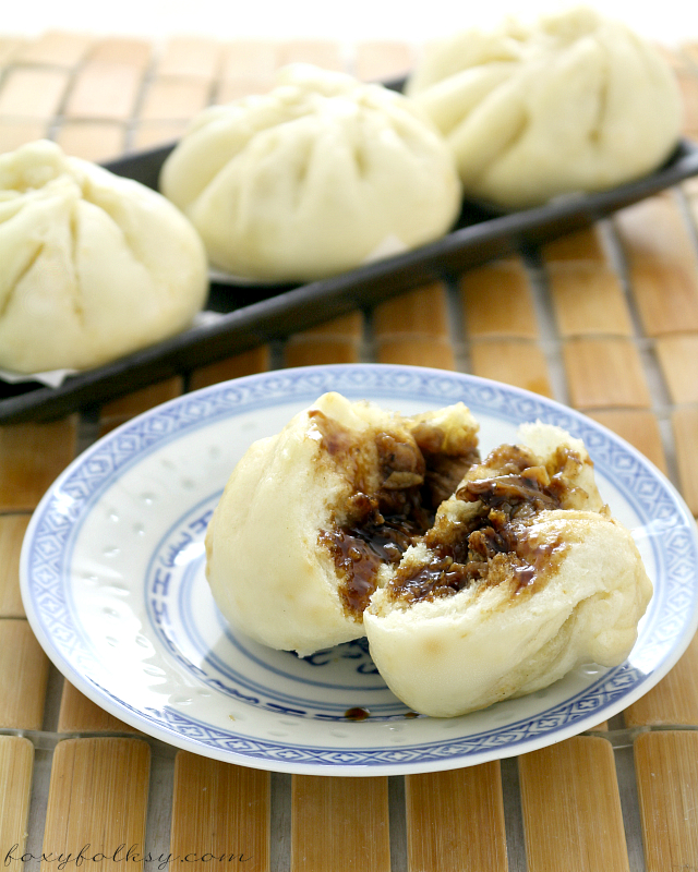 Try this easy recipe for Siopao - Asado (Steamed buns with chicken Asado filling). It also includes a video for the instructions. | www.foxyfolksy.com