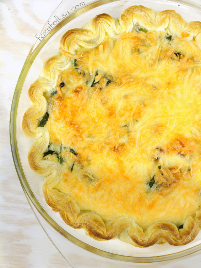 This is really super quick and easy spinach quiche recipe with some bacon added and lots of cheese for a savory treat.Try it now! | www.foxyfolksy.com