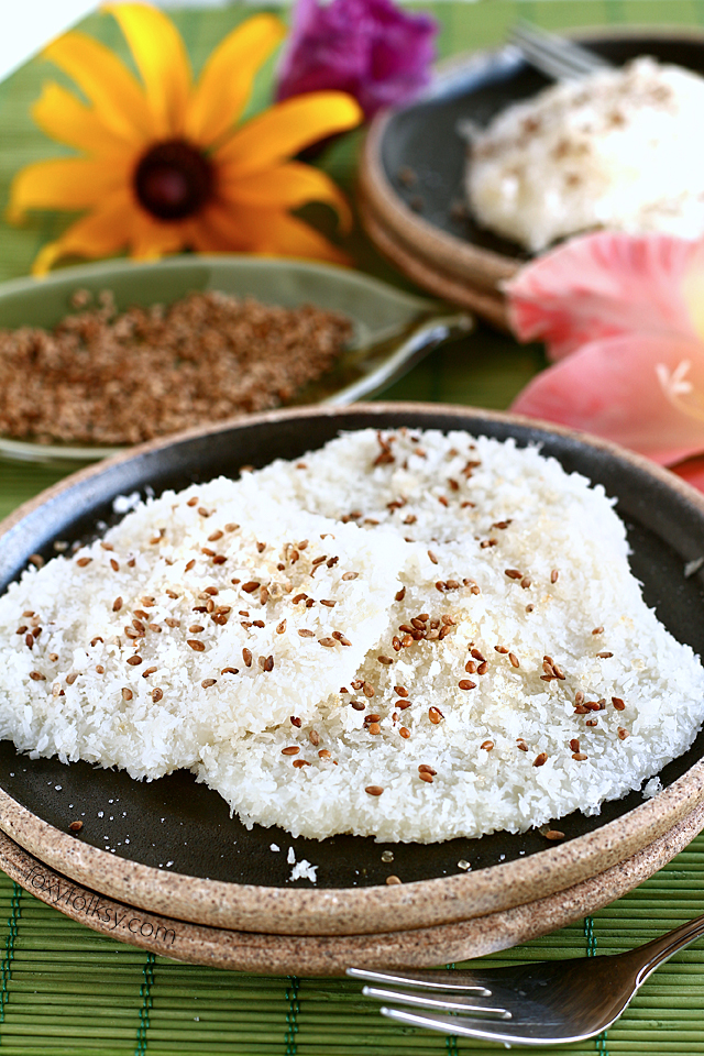 Palitaw is a Filipino afternoon snack. This flattened sweet rice cake is very chewy and really filling but the best part is, it is really easy to make. | www.foxyfolksy.com