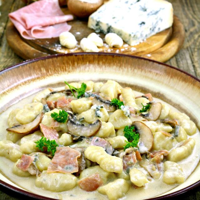 Gnocchi In Creamy Gorgonzola Sauce With Ham And Mushroom Foxy Folksy