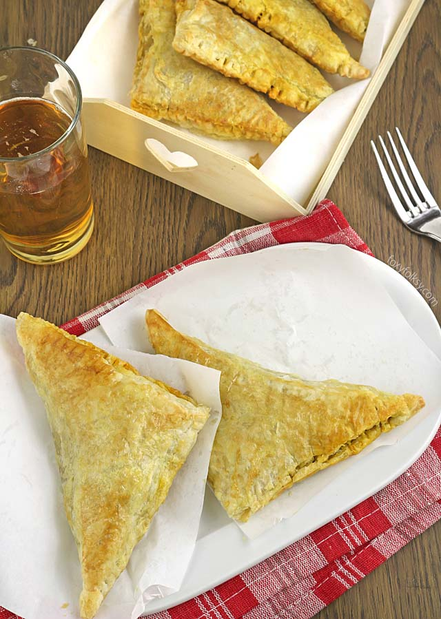 Get this easy and yummy recipe for Spicy Beef Jamaican Patties. Simply delicious! | www.foxyfolksy.com