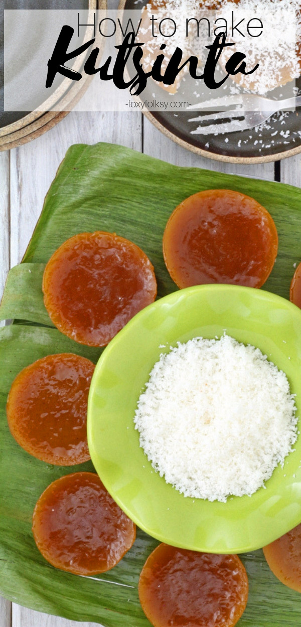 Learn how to make Kutsinta with this easy recipe. Kutsinta is a native Filipino snack that are small steamed sticky rice cakes.  Simple and healthier snack alternative. | www.foxyfolksy.com #snack #filipinorecipe #pinoyfood #healthy #vegan #stickyrice #ricecake