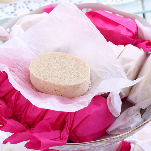 Polvoron Is A Filipino Shortbread-like Cookie/ Candy Made Of Roasted Flour, Powdered Skim Milk, Sugar And Butter And This Has Added Cashew In It To Make It Extra Special. It Is So Easy To Make And A Real Treat. |www.foxyfolksy.com