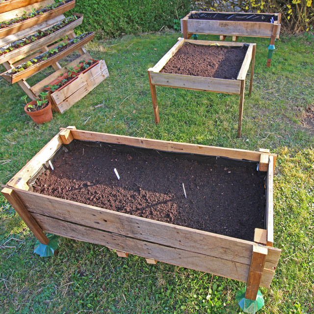 CONTAINER GARDENING: Elevated Planter Box from Pallet