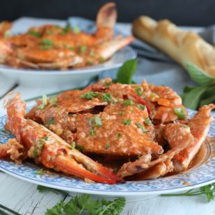 Get This Easy And Simple Recipe For Chili Crab That Has The Perfect Blend Of Sweet And Spicy! | Www.foxyfolksy.com