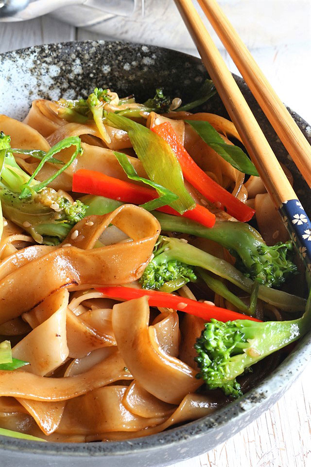 Easy Chow Fun (Chow Foon) Stir-fry Recipe | Foxy Folksy
