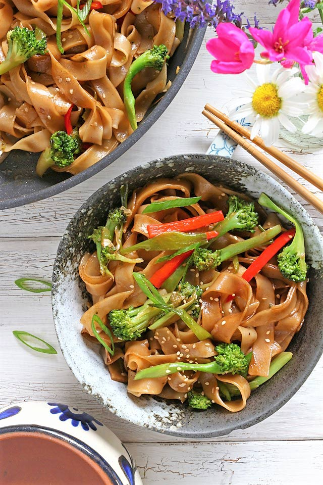 Vegetable Chow Fun (Chow Foon) Easy Recipe | Foxy Folksy