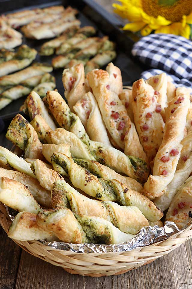 Puff Pastry Sticks with Pesto or Bacon and Cheese