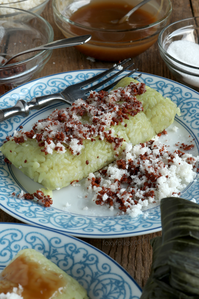 Making Suman sa Lihiya is actually easier than you think. The hardest part is perhaps deciding which topping to enjoy it with. Get the recipe here now! | www.foxyfolksy.com