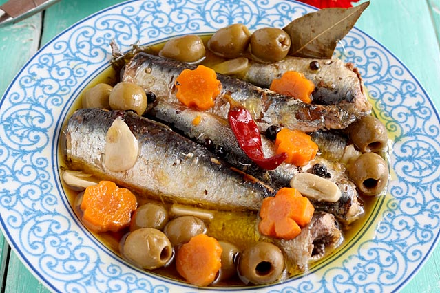 Make your own homemade Spanish Sardines with this super easy recipe. Store them in jars to give to your friends or to sell. | www.foxyfolksy.com