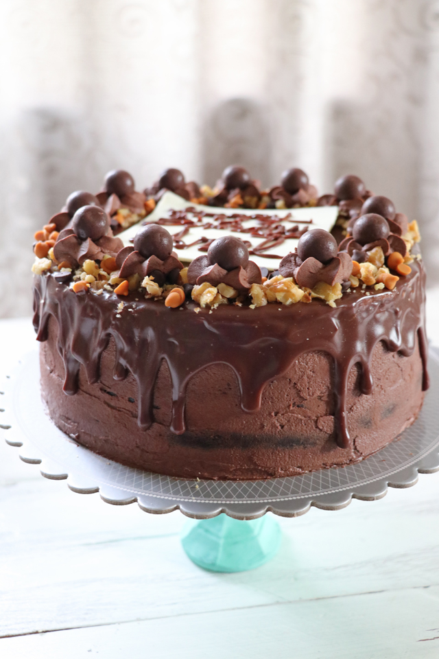 Try this Bare Chocolate Drip Cake, a perfect gift for yourself or loved ones for any occasions. Moist, dense, rich chocolate cake covered in yummy chocolate buttercream frosting, dripping with chocolate or white chocolate ganache and more! | www.foxyfolksy.com