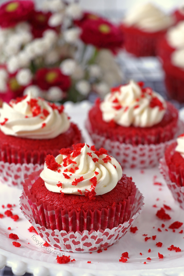 Buttery, velvety and moist, this Red Velvet Cupcakes will be a sure winner this coming Valentine's and it is not all that difficult to make. | www.foxyfolksy.com