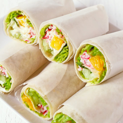 Try this very light and refreshing California Roll wrap with surimi and ripe mango and other healthy greens | www.foxyfolksy.com