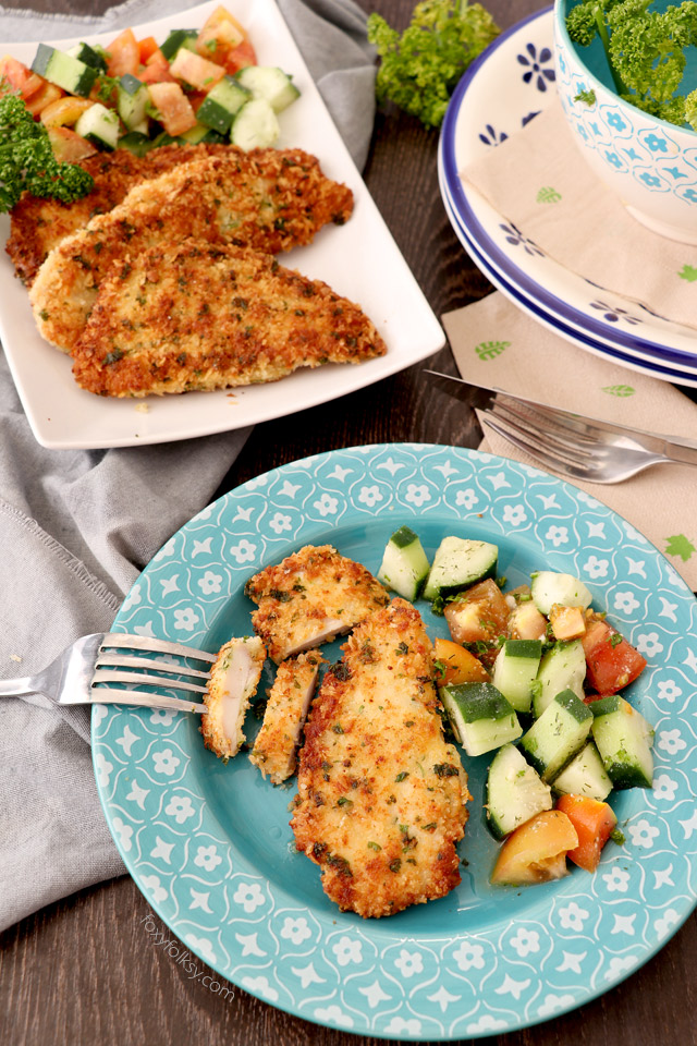 Try this deliciously crispy outside and juicy inside, Parmesan Crusted Chicken Recipe. Yet another tasty, quick and easy recipe to enjoy! | www.foxyfolksy.com