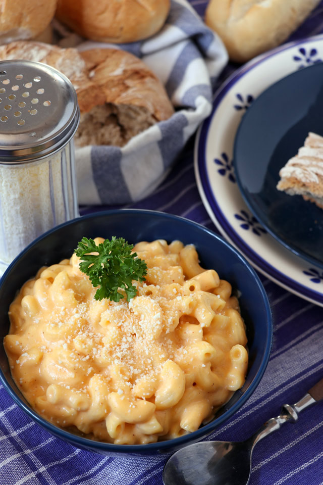 Easy and simple, classic Mac and Cheese cooked in Stove-top by Foxy Folksy