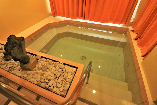 The Manor Jacuzzi