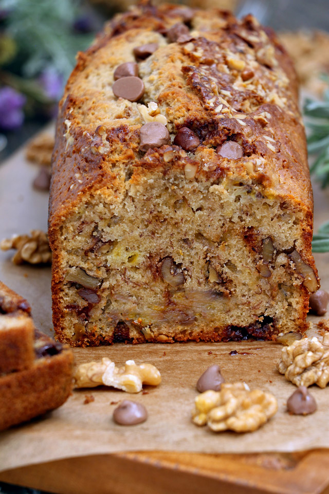 Moist banana breaf loaf with walnuts and chocolate chips