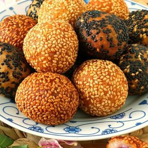 Fried glutinous rice balls with sweet filling coated in sesame seeds
