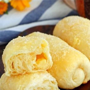 Super fluffy rolls with cheese filling