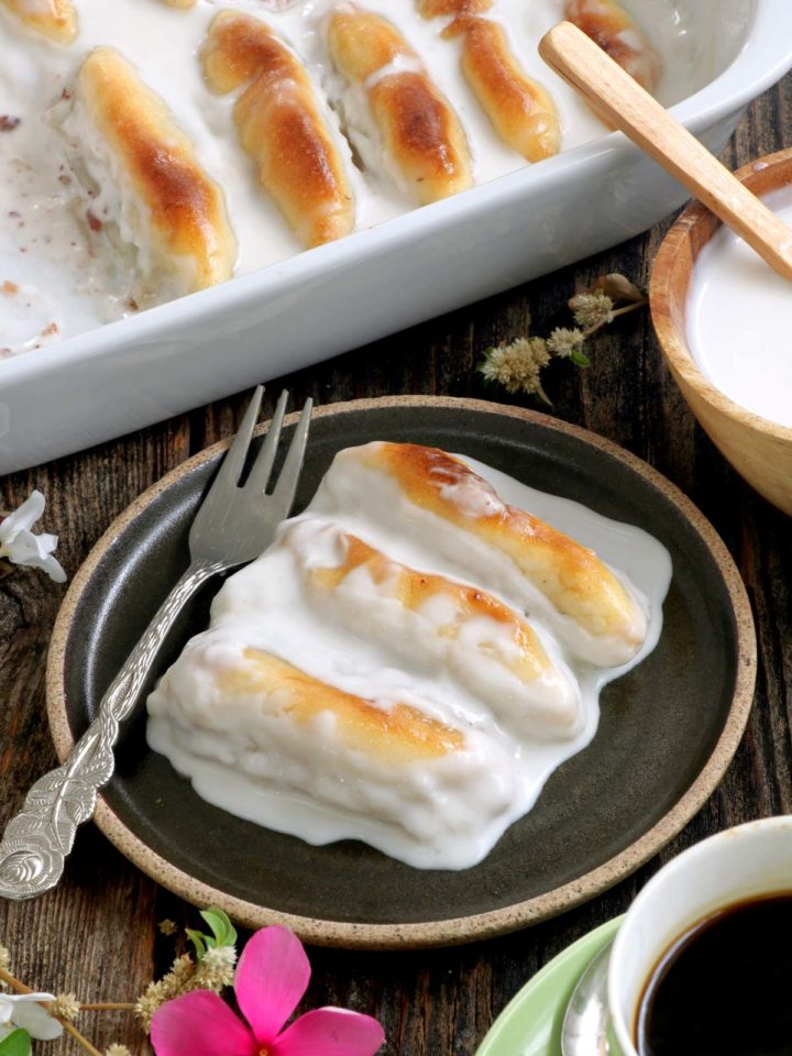 Moche - rice balls filled with red bean paste in coconut sauce.