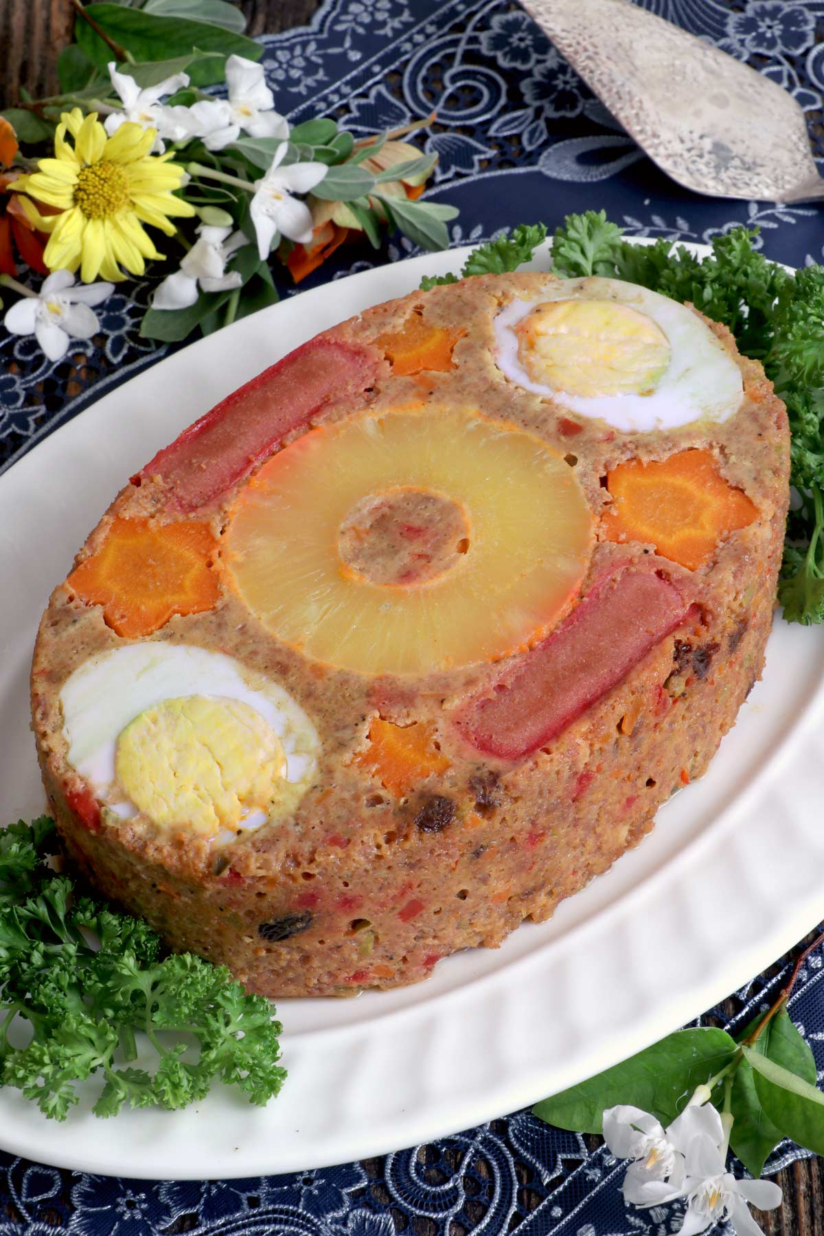 Everlasting - a meatloaf with boiled eggs, pineapple, sausage, carrots.