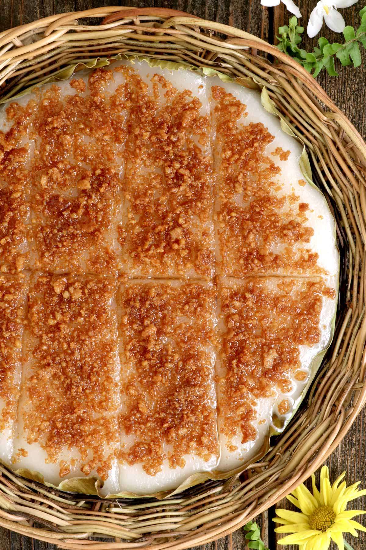 A sticky rice cake with coconut curds toppings.